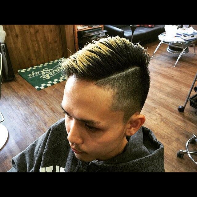 7:3ツーブロック。ポマードでタイトにセットするのも良いが、ワックスで手櫛で軽く流すのもありなスタイルです。#chicago_hair_studio##hairstyle#haircolor#chicago_hair_studio#haircut#hairset#豊橋#豊橋美容院#美容師#散髪#床屋#barber#シカゴスタイル#chicagohairstudio
