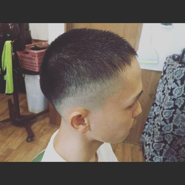 トップ1.2cmの部分をジェルで前に流したモードなボーズスタイル。#hairstyle#haircolor#chicago_hair_studio#haircut#hairset#豊橋#豊橋美容院#美容師#散髪#床屋#barber#シカゴスタイル#chicagohairstudio