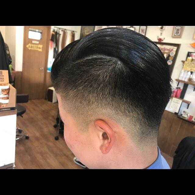本日より2017年の営業開始しました!今年は更にガツガツ働きたいと思いますんで宜しくお願い致します!^_^#hairstyle#haircolor#chicago_hair_studio#haircut#barberstyle#barber#pomade#suavecito#getithombre #hairset#豊橋#豊橋美容院#美容師#散髪#床屋#barber#シカゴスタイル#chicagohairstudio