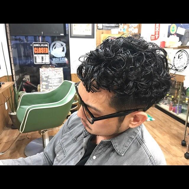 @osama_underwear M浦氏のパーマネント終わり。80's風な仕上げで!!#menshair#permanent##hairstyle#haircolor#chicago_hair_studio#haircut#hairset#豊橋#豊橋美容院#美容師#散髪#床屋#barber#シカゴスタイル#chicagohairstudio