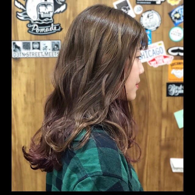 インナーカラーはピンクレッド濃いめな色で秋らしく.#豊橋美容室#豊橋#岩田#beautysalon#hairsalon#hairdresser#shorthair#middiumhair#haircut#color#designcolor#ヘアセット#カット#カラー#グラデーションカラー#ハイライトカラー#ナチュラルヘア#ハイトーンカラー#ファッションカラー#ブリーチカラー#バレイヤージュ#pinkhair #インナーカラー#デザインカラー