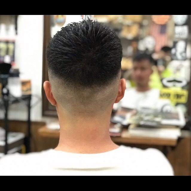 後ろからでもカッコ良く人の目を惹くフェード作りを心掛けてます。#hairsalon#beautician#愛知#hairstyle#haircut#hairset#豊橋#豊橋美容院#美容師#床屋#barber#barberstyle#barbershop#wahl#wahlpro#menshair#メンズヘア#ヘアカット#短髪#フェード#フェードカット#getithombre#barberlife#ヘアスタイル#ヘアセット#fade#ストリート#barbercontestjp