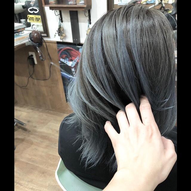 .balayage .silvergray︎手ぐしでキマる!レイヤーをいれて動きを付けやすいスタイルに。.#豊橋美容院#豊橋#岩田#beautysalon#hairsalon#hairdresser#shorthair#middiumhair#haircut#color#designcolor#chicagohairstudio#シカゴヘアスタジオ#カット#カラー#グラデーションカラー#ハイライトカラー#ナチュラルヘア#ハイトーンカラー#ファッションカラー#ブリーチカラー#バレイヤージュ #balayage #グレーヘア#シルバーアッシュ#外国人風ヘアー #外人風カラー