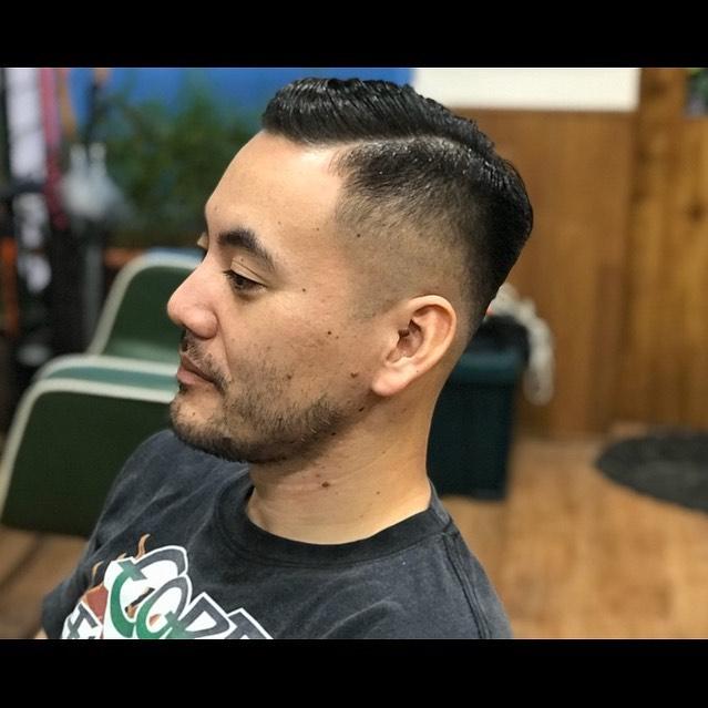 SIDE PART今日は定休日です!!明日はまだ多少予約受付できます!#hairsalon#beautician#愛知#hairstyle#haircut#hairset#豊橋#豊橋美容院#美容師#床屋#barber#barberstyle#barbershop#wahl#wahlpro#menshair#メンズヘア#ヘアカット#短髪#フェード#フェードカット#getithombre#barberlife#ヘアスタイル#ヘアセット#fade#ストリート#american#アメリカン