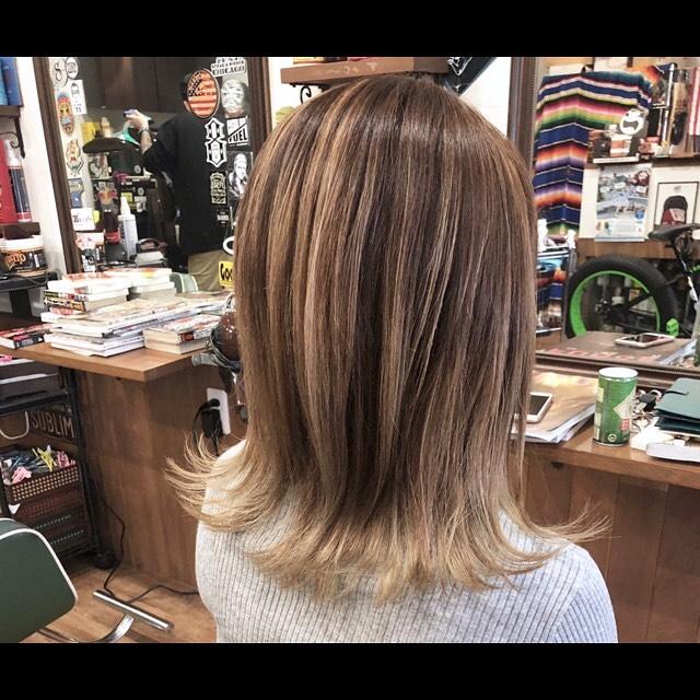 balayage beige!手ぐしでラインが出るように配置されたバレイヤージュマットアッシュをベースに赤味を抑えたカラーです。..#豊橋美容院#豊橋#岩田#beautysalon#hairsalon#hairdresser#shorthair#middiumhair#haircut#color#designcolor#chicagohairstudio#シカゴヘアスタジオ#カット#カラー#グラデーションカラー#ハイライトカラー#ナチュラルヘア#ハイトーンカラー#ファッションカラー#ブリーチカラー#バレイヤージュカラー#ベージュ